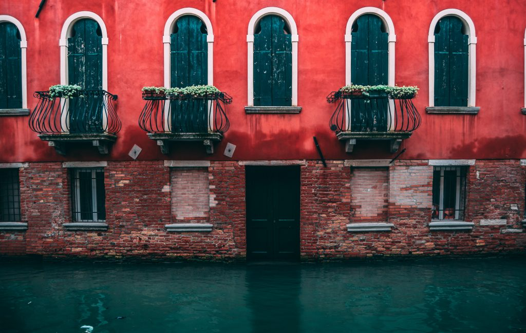 This is a picture of a building in Venice for an article called How Competitive Intelligence Isolated Opportunities and Internal Problems by Octopus is a Competitive Intelligence Competitor Analysis & Strategy consulting firm focused on creating certainty, insight, competitive advantage & significant growth